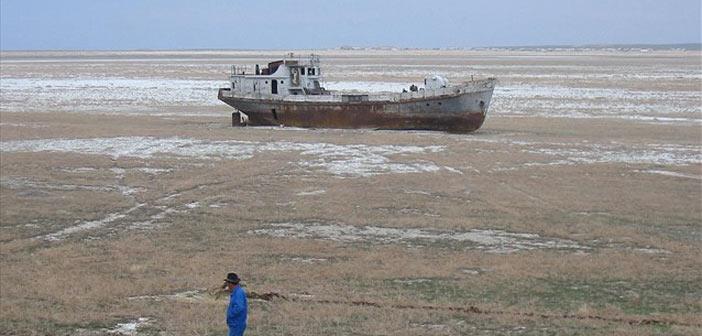 «Στεγνώνει» η λίμνη Αράλη