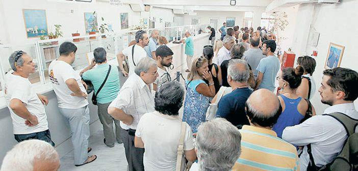 Η Ελλάδα αναστενάζει στις τραπεζικές ουρές
