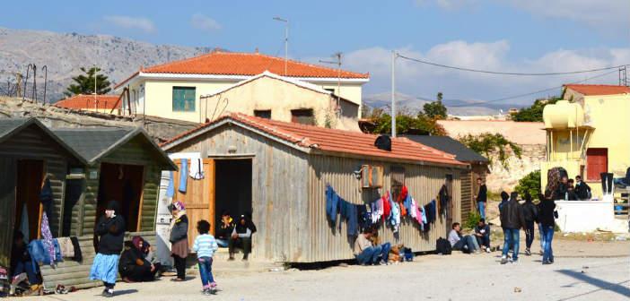 Αστυνομικοί ανέλαβαν την καθαριότητα καταυλισμού μεταναστών στη Χίο