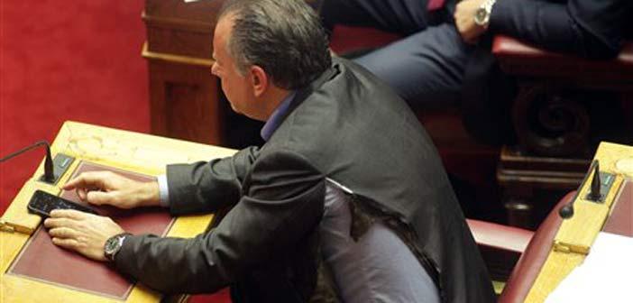 Στη σκιά της επίθεσης κατά Κουμουτσάκου ψηφίστηκε το πολυνομοσχέδιο
