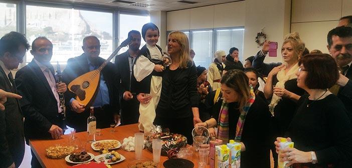 Πρωτοχρονιάτικα κάλαντα ήχησαν στα γραφεία της Περιφέρειας Αττικής