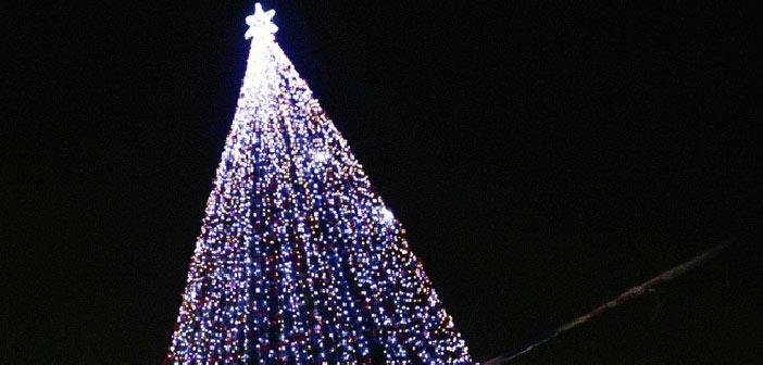Φωταγωγείται το χριστουγεννιάτικο δένδρο του Δήμου Λυκόβρυσης – Πεύκης