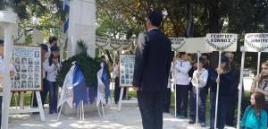 Ο αντιπεριφερειάρχης Βορείου Τομέα Γ. Καραμέρος κατέθεσε στεφάνι στο μνημείο τιμής για το Μπλόκο της Καλογρέζας