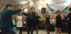 Κέφι και χορός στην αποκριάτικη βραδιά του Συλλόγου Κρητών Μελισσίων «Ερωτόκριτος»