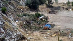 «Χωματερή» στο λατομείο του λόφου Τσακού