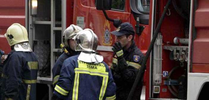 Φωτιά ξέσπασε σε υπαίθριο χώρο στη Φιλοθέη
