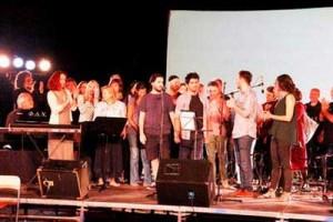 Οι συντελεστές του cd «11 Στιχοπλόκοι» στην σκηνή του Θεάτρου Ρεματιάς Χαλανδρίου