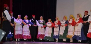 Το τμήμα παραδοσιακών χωρών του ΠΕΑΠ πλαισίωσε χορευτικά την εκδήλωση