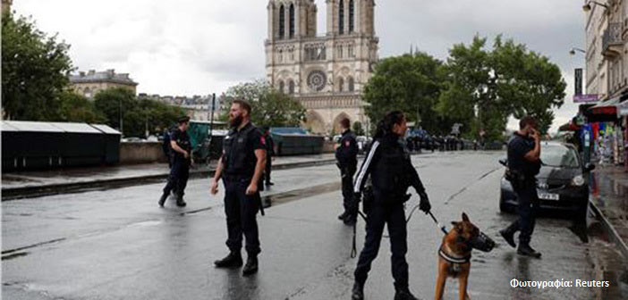 Άνδρας επιτέθηκε με σφυρί σε αστυνομικό στην Παναγία των Παρισίων