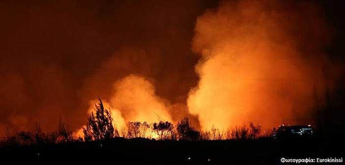 Συνδρομή Περιφέρειας Αττικής στην προσπάθεια κατάσβεσης της φωτιάς στον Κάλαμο