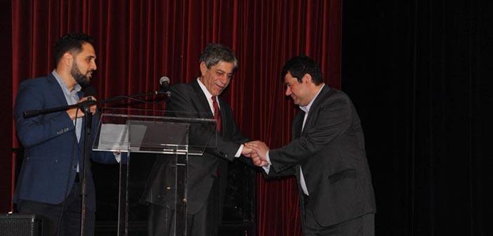 Ο δήμαρχος Λυκόβρυσης – Πεύκης και ο Παλαιστίνιος πρέσβης στο Δημοτικό Θέατρο Πεύκης