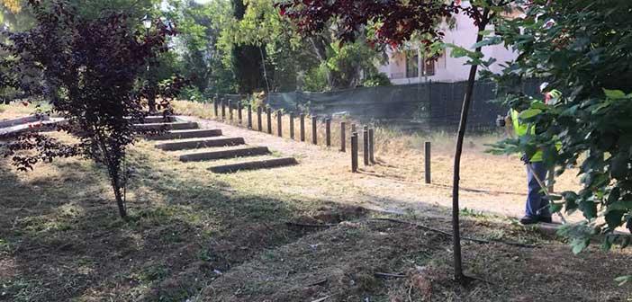 Καθαρισμός σε χώρους παιδικών χαρών και πάρκων στον Δήμο Κηφισιάς