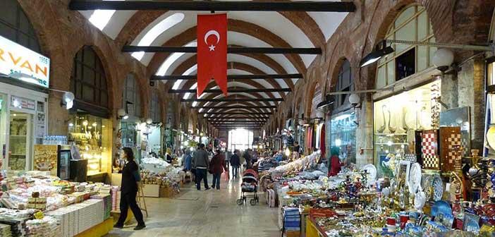 Νέες αναταράξεις για την τουρκική οικονομία μετά την υποβάθμιση από Moody΄s και Standard & Poor΄s