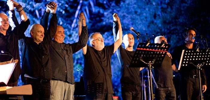 Πάνω από 2.000 θεατές στη συναυλία του Θάνου Μικρούτσικου στο Θέατρο Ρεματιάς