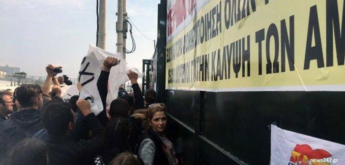 Εισβολή μαθητών και φοιτητών στο υπουργείο Παιδείας, στο Μαρούσι