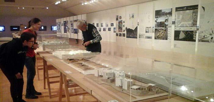 Σπουδαστές των Εργαστηρίων Τέχνης Δήμου Αγίας Παρασκευής στο Μουσείο Μπενάκη