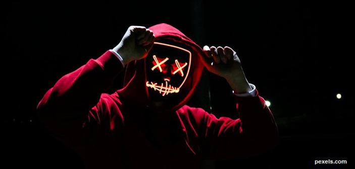 Ας φωτίσουμε το πρόσωπο του τέρατος μήπως και μας τρομάξει…