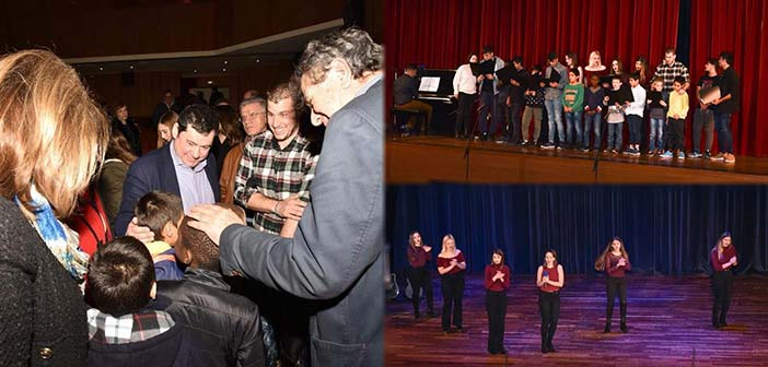 Στην παράσταση του 2ου ΓΕΛ Πεύκης για τα παιδιά της «Κιβωτού του Κόσμου» ο Τ. Μαυρίδης