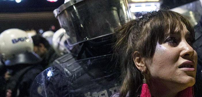 Η Τουρκία έπνιξε στα δακρυγόνα διαδήλωση για την Ημέρα της Γυναίκας