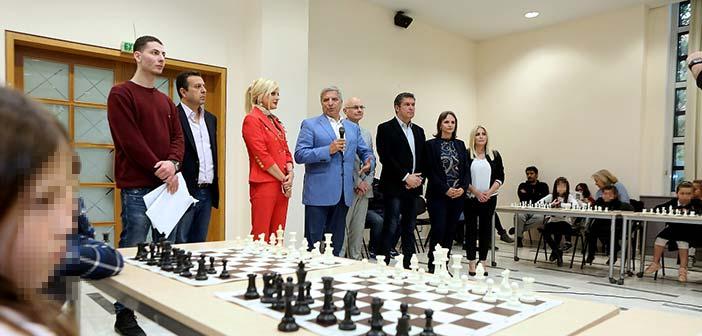Τους αθλητές του τουρνουά σκάκι που διοργάνωσε η ΚΕΔΑ βράβευσε ο Γ. Πατούλης
