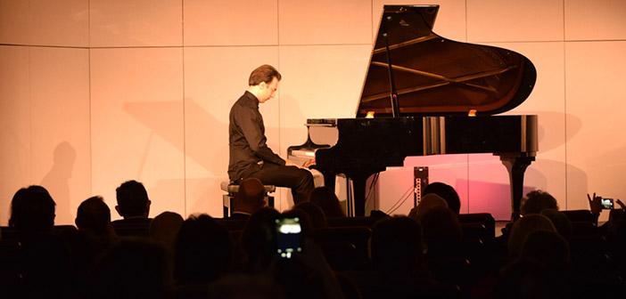 Υπέροχη μουσική βραδιά με τον σολίστ Βασίλη Βαρβαρέσο στην Κηφισιά