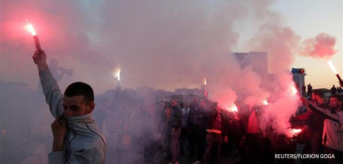 Αλβανία: Χιλιάδες στους δρόμους με αίτημα τις πρόωρες εκλογές