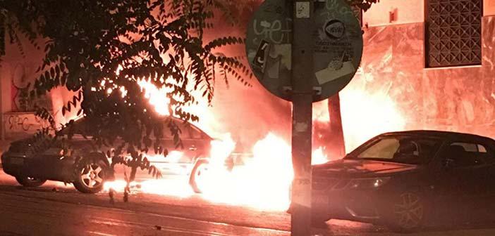 Εξάρχεια: Κάηκε Ι.Χ. αυτοκίνητο μετά από καταδρομική επίθεση με μολότοφ