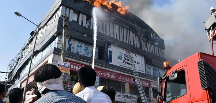 Τουλάχιστον 18 μαθητές νεκροί σε φωτιά σε εμπορικό κέντρο στην Ινδία