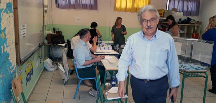 Στο 5ο Δημοτικό Σχολείο Αμαρουσίου ψήφισε ο Πάνος Βραχνός