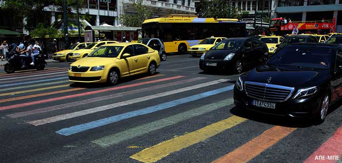 Στα χρώματα του Φεστιβάλ Υπερηφάνειας και φέτος οι διαβάσεις της πλατείας Συντάγματος