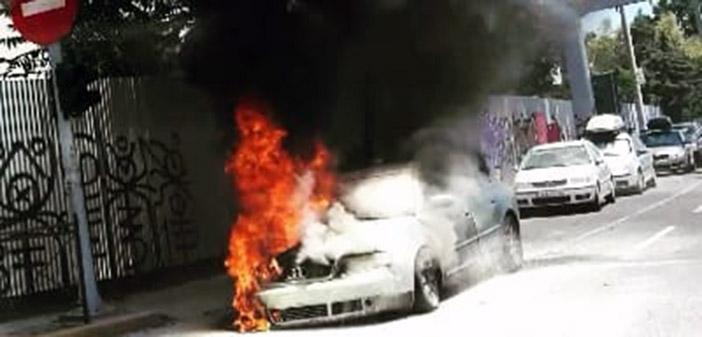 Πυρκαγιά σε Ι.Χ. στη Λ. Πεντέλης, στην είσοδο της Αττικής Οδού (Video)
