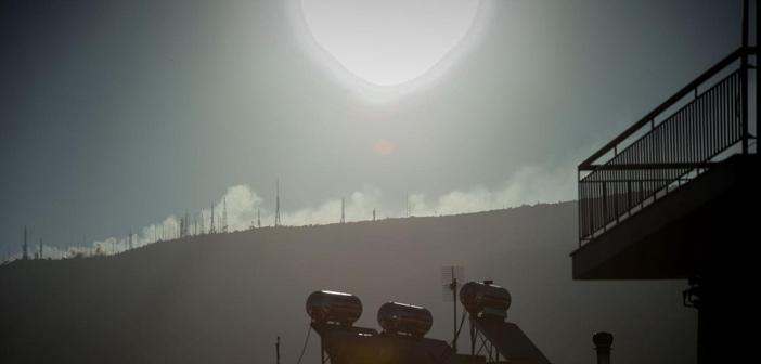 Συγκλονιστικές εικόνες: Η φωτιά στον Υμηττό μέσα από βίντεο του Skynews και του RT