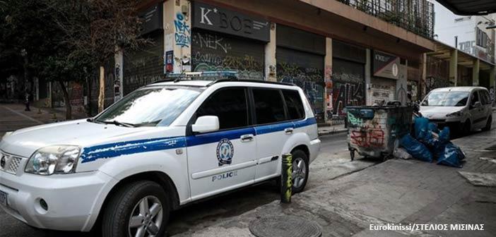 Απομακρύνθηκε το κοντέινερ που είχαν στήσει αντιεξουσιαστές στην πλατεία Εξαρχείων