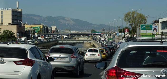 Μπλοκαρισμένη η Λ. Κηφισού λόγω τροχαίου στο ύψος της γέφυρας Καλυφτάκη – Προβλήματα σε Λ. Κηφισιάς και Μεσογείων