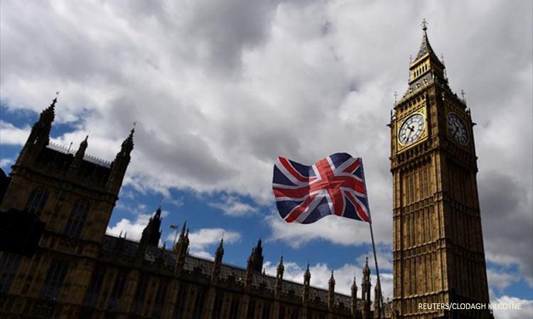 Με 10 μονάδες προηγούνται οι Τόρις στη Βρετανία