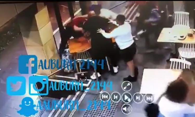 Σοκαριστικό βίντεο: Άνδρας χτυπάει έγκυο γυναίκα επειδή είναι μουσουλμάνα