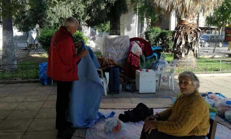 Ηλικιωμένοι ζούσαν σε εκκλησία μετά από έξωση – Βρήκαν σπίτι μετά από 47 ημέρες