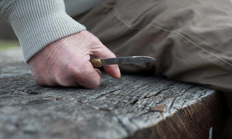 Σοκ στη Δάφνη: Άνδρας επιτέθηκε με μαχαίρι σε μαθήτριες