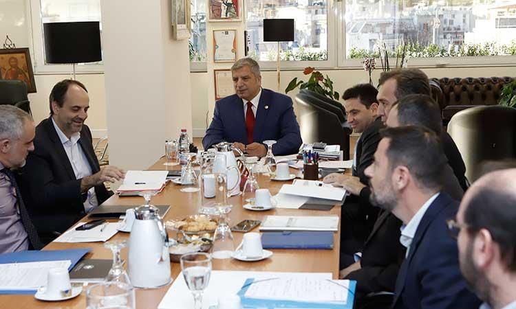 Συνάντηση περιφερειάρχη Αττικής με στελέχη της ΕΤΕπ για την προώθηση αναπτυξιακών έργων στην Αττική