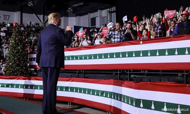 WSJ: Διχασμένοι οι Αμερικανοί για το μέλλον του Τραμπ στον Λευκό Οίκο