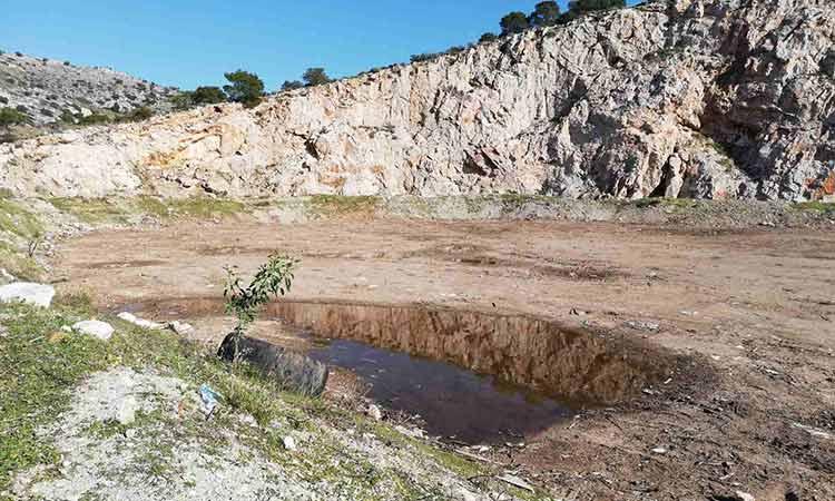 Συνδρομή Περιφέρειας Αττικής και ΕΔΣΝΑ στο κλείσιμο παράνομης χωματερής στη Σαλαμίνα