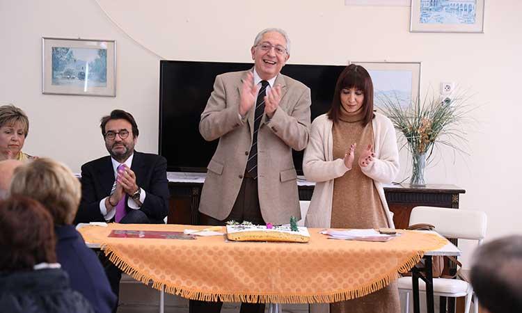 Ο δήμαρχος Αμαρουσίου στην κοπή της πρωτοχρονιάτικης πίτας του Συλλόγου Εργατικών Κατοικιών