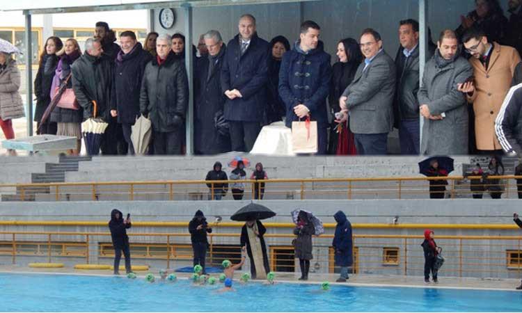 Παρά το κρύο, έπεσαν.. για τον Σταυρό στο Δημοτικό Κολυμβητήριο Μεταμόρφωσης