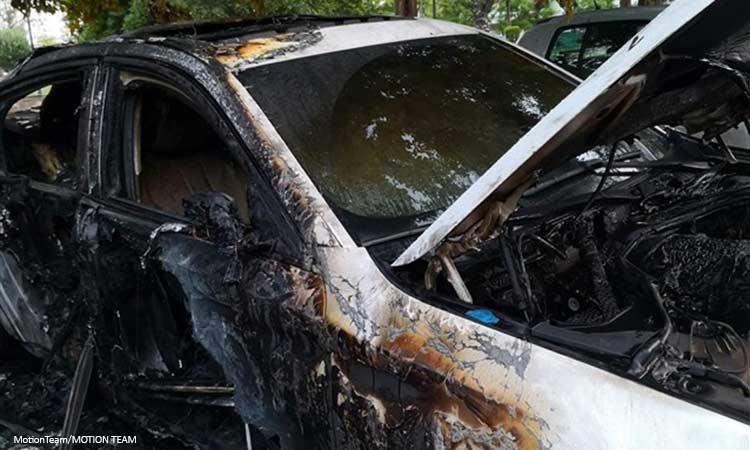 Τρίτη νύχτα εμπρηστικών επιθέσεων στην Αττική – Κάηκαν 12 αυτοκίνητα στο Μαρούσι και ένα στην Αγία Παρασκευή
