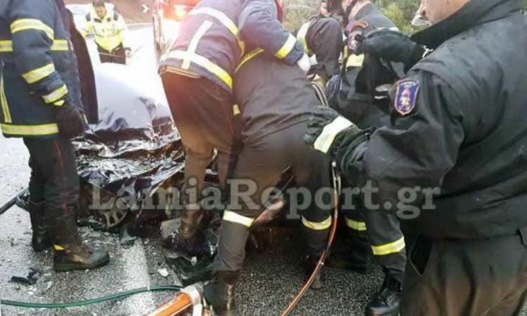 Τραγωδία στη Λαμία: Νεκροί δύο φίλοι σε δυστύχημα – Το αυτοκίνητό τους «καρφώθηκε» σε δέντρο
