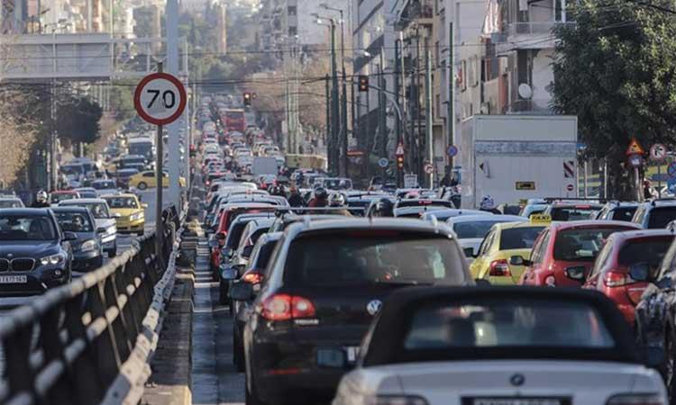 Παλαιά οχήματα και ελλιπή αστυνόμευση επιβαρύνουν την ατμόσφαιρα στην Αθήνα