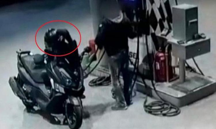 Βίντεο από τη… δράση αστυνομικού-ληστή που συνελήφθη στην Αγ. Παρασκευή