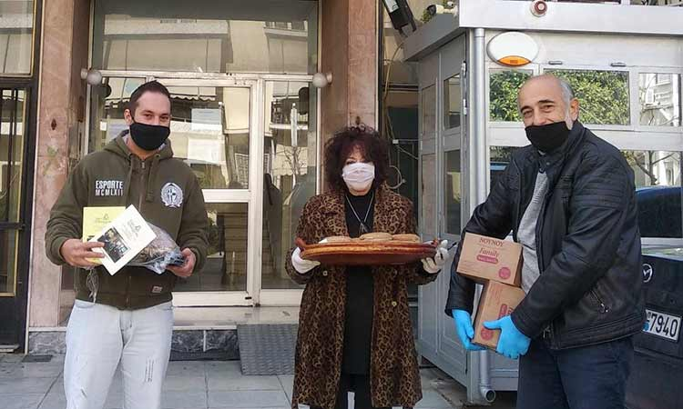 Οι «Δεσμοί Αλληλεγγύης» πρόσφεραν τρόφιμα και γλυκά στο Α.Τ. Αγίας Παρασκευής