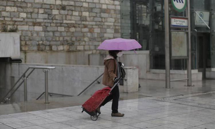 Και πάλι χειμώνας: Καταιγίδες και χιόνια σ' όλη την Ελλάδα