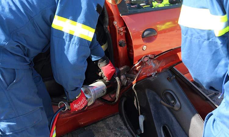 Τροχαίο με δύο τραυματίες στο Χαλάνδρι – Όχημα προσέκρουσε σε δένδρο
